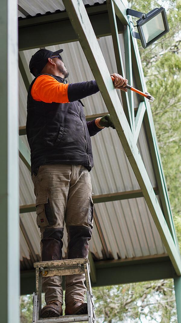 6 Smart ways to cut cost when hiring roofing contractors